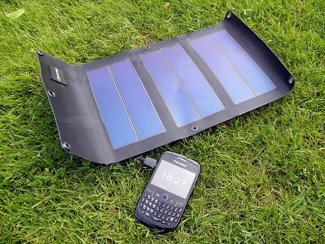 Solar smartphone charger