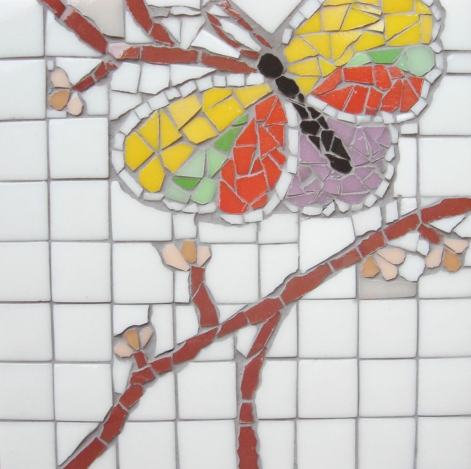 Image gallery mosaicos de mariposa for Mosaico madera pared