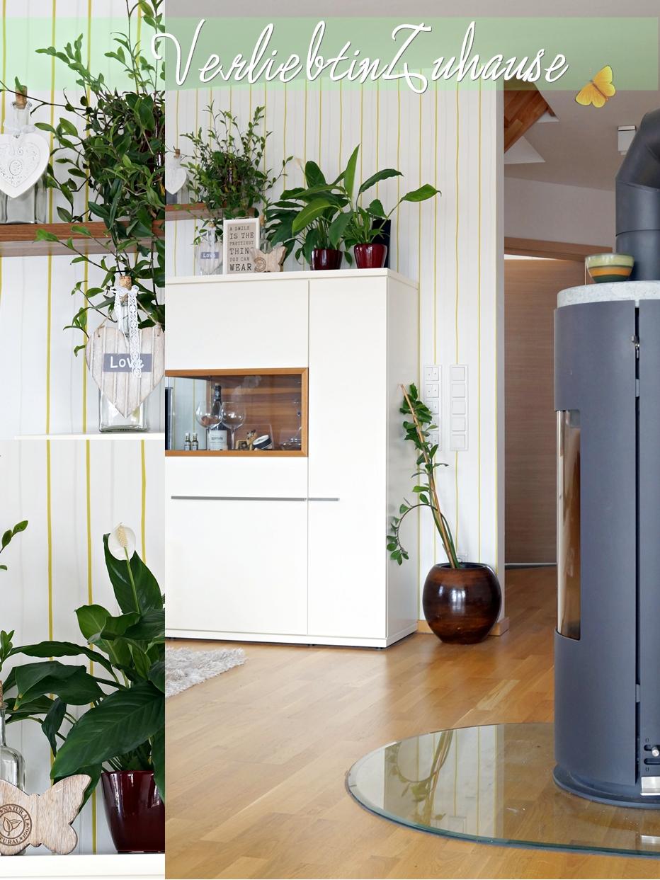 Wohnzimmer vorne mit Ofen (Droff) und rechten Teil der Schrankwand (Musterring)