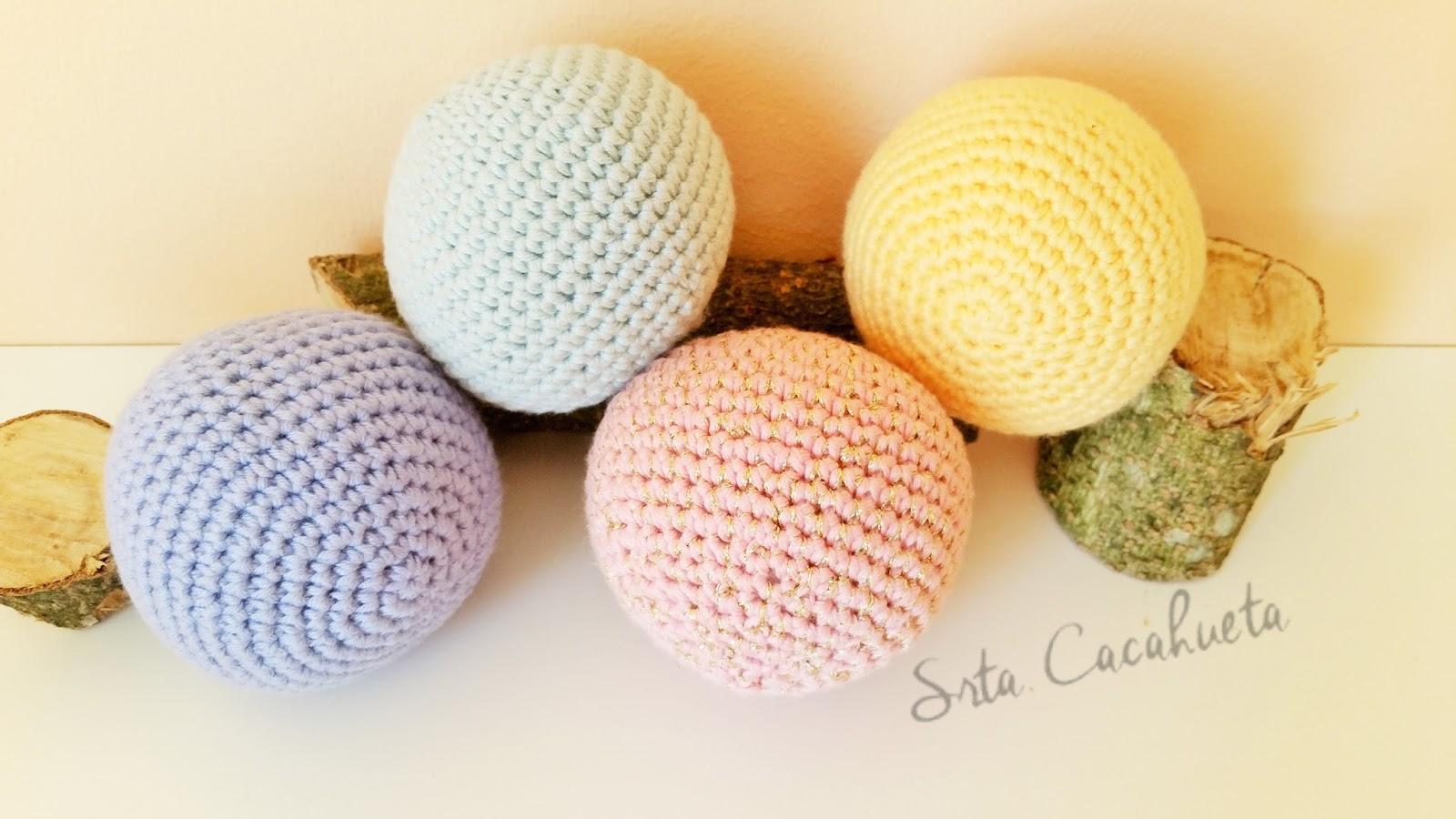 http://srtacacahueta.blogspot.com.es/2015/07/patron-gratuito-bolas-sonajero-112.html