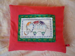 aus meinem n hk stchen kissen elefant pillow. Black Bedroom Furniture Sets. Home Design Ideas