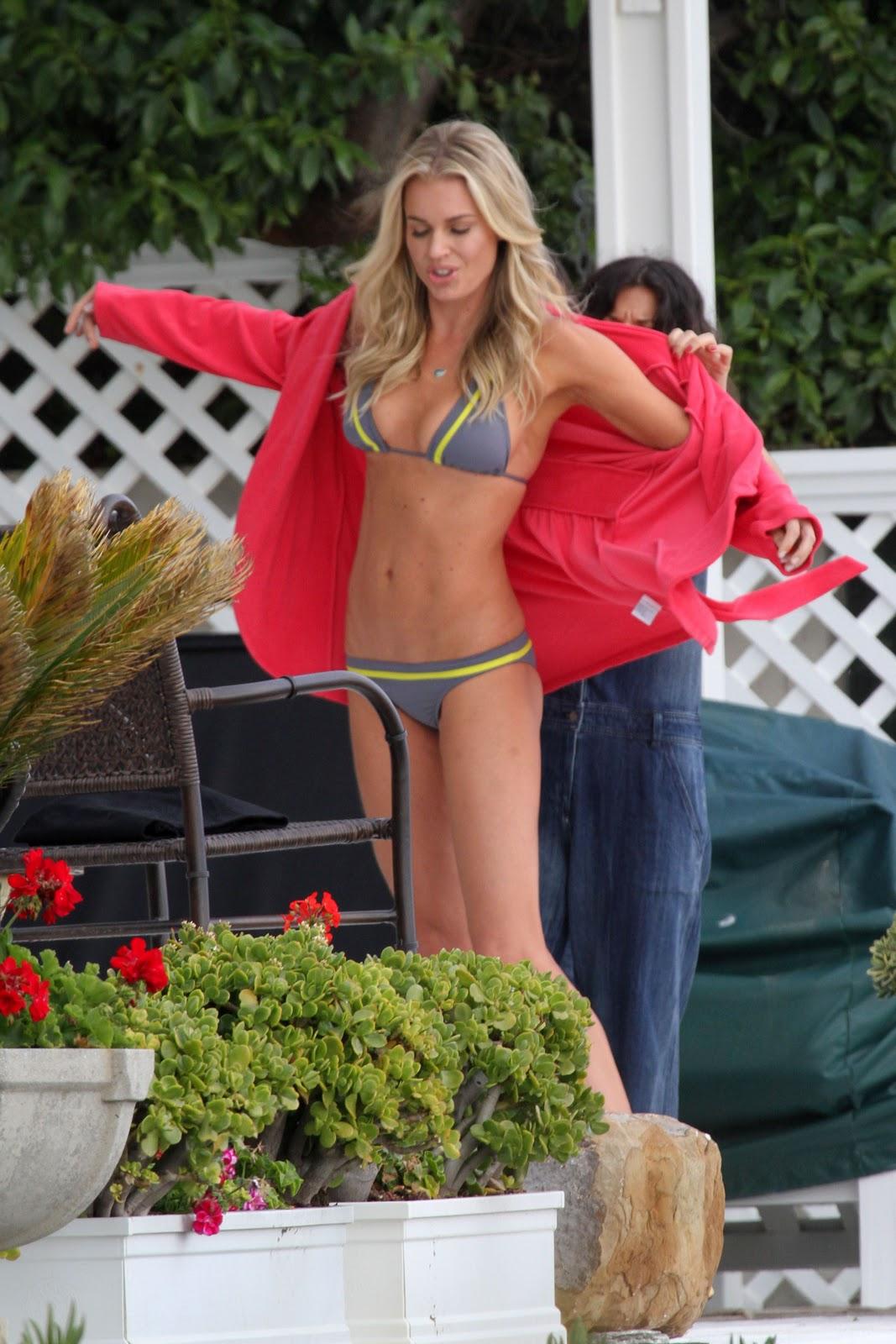 http://4.bp.blogspot.com/-HxMBvWc0qOo/Trhb_AVccAI/AAAAAAAAD80/p8B_iaxnL1U/s1600/Rebecca+Romijn+wearing+bikinis+on+set+of+photoshoot+in+LA-07.jpg