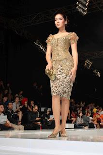 Baju Kebaya Modern Brokat Anne Avantie Transparan