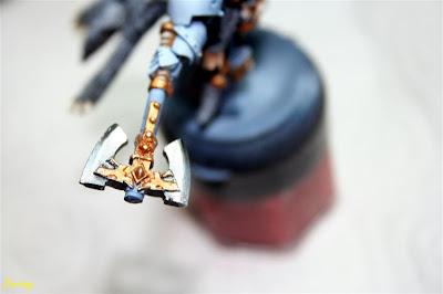 Logam Grimnar de los lobos espaciales de Warhammer 40000 con el hacha terminada