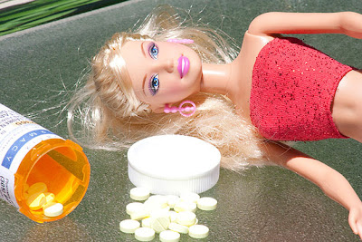 Lauren Nieburg: Barbie Suicide (pills)