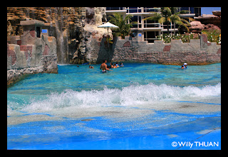 Artificial waves at Splash Jungle Waterpark on Mai Khao