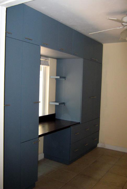 Muebles para tv closet 20170829161500 for Closet con espacio para tv