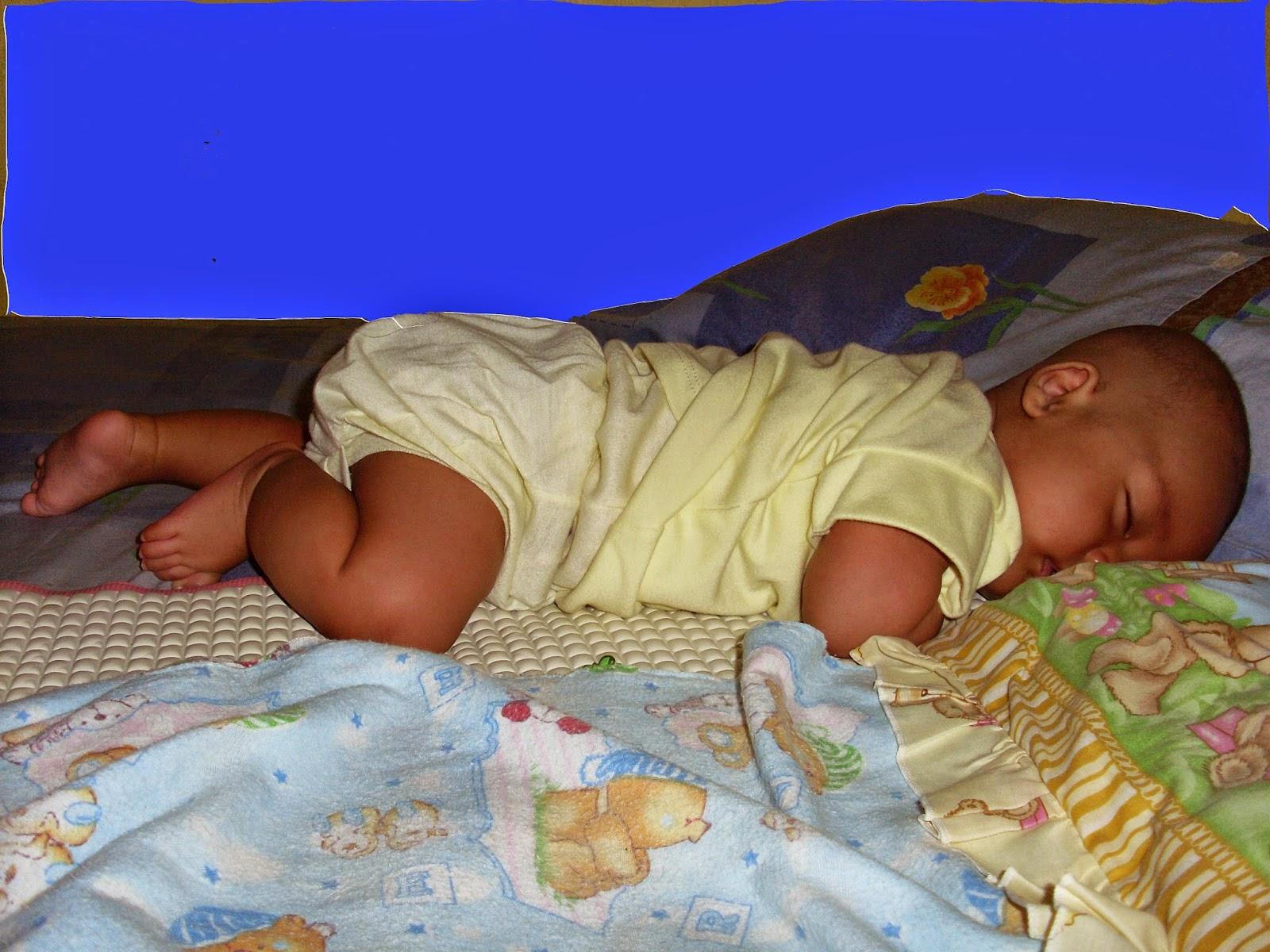 bayi tidur sambil tengkurap