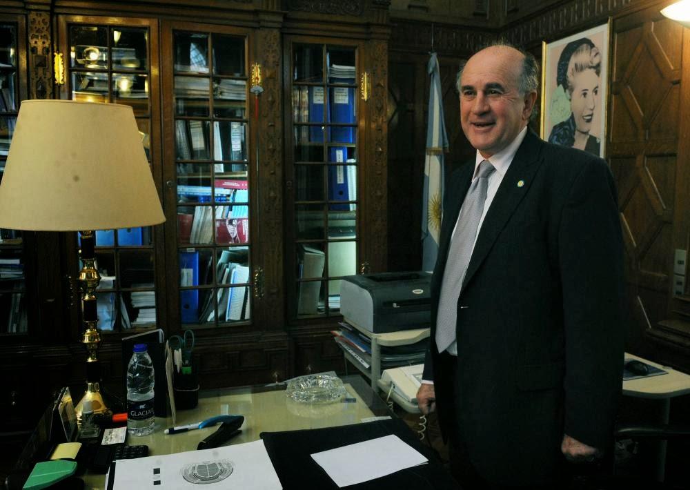 http://4.bp.blogspot.com/-Hxtskq0-Owo/UtATmPTCsBI/AAAAAAAAhvQ/WG-Qz0h7B_w/s1600/Parrilli_Lo+%C3%BAnico+que+les+interesa+a+Clar%C3%ADn+y+La+Naci%C3%B3n+es+desprestigiar+al+Gobierno.jpg