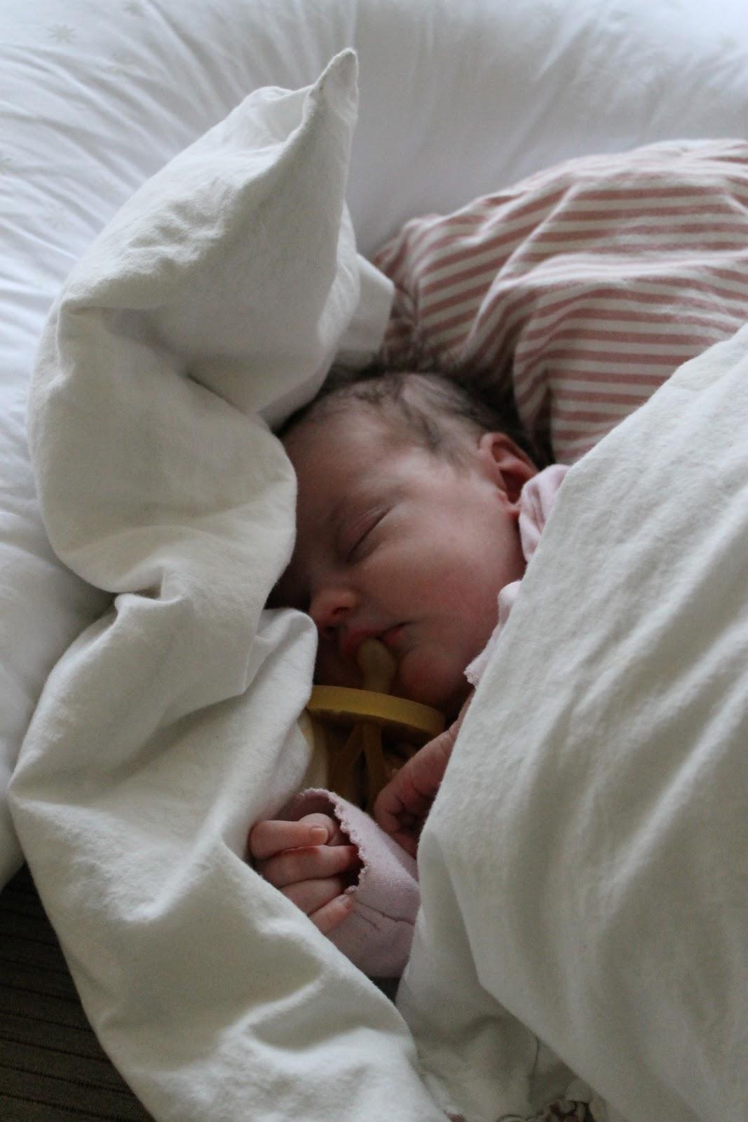 lær dit barn at sove igennem
