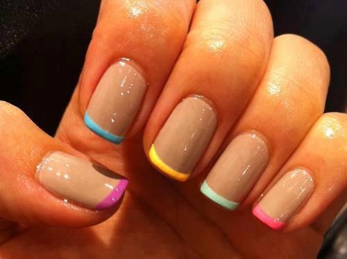 Uñas francesas de colores pueden ser unas de varios colores, uñas pintadas con francesa en colores , manos siempre perfectas. Uñas francesas decoradas