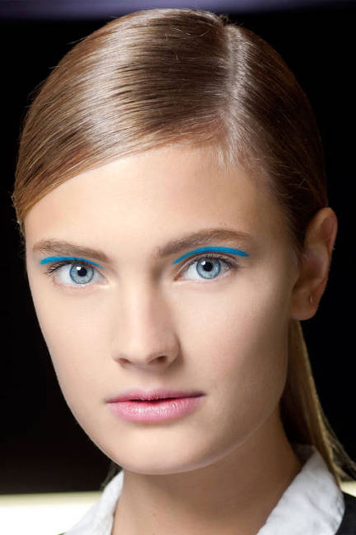 michael kors spring 2013 runway makeup, blue eyeshadow crease, elle magazine makeup trends