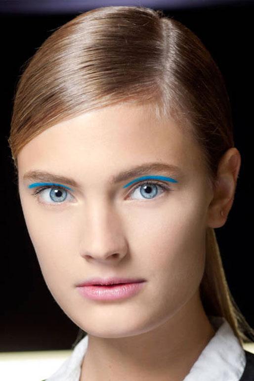 michael kors spring 2013 runway makeup, blue eyeshadow crease, elle magazine makeup trends