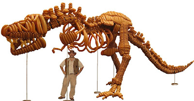 Mark Verge creates Balloon Models of Dinosaurs