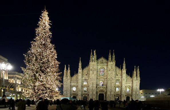 http://4.bp.blogspot.com/-HyX5KW-n4k4/UNA7slToKAI/AAAAAAAABXg/Mv7I8IqpDpc/s640/Christmas%20In%20Milan.jpg
