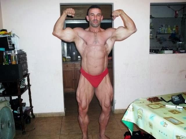 O fisiculturista Gonzalo Lopez posou de cueca para mostrar o físico musculoso - Foto: Reprodução