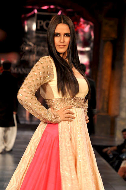 Neha Dhupia grace the 'Mijwan-Sonnets in Fabric' fashion show