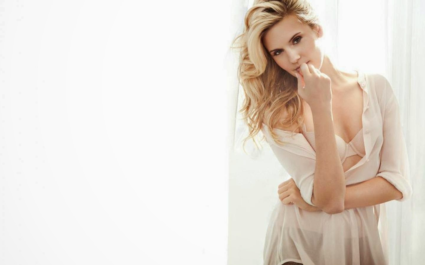 MAGGIE GRACE_WALLSTOWN_IN_HOLLYWOOD ACTRESS_HOLLYWOOD CELEBRITIES