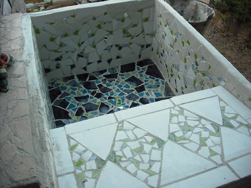 Joan seriny fregadero en trencad s mosaicos for Fregaderos para jardin