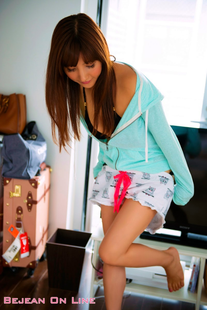 Bambi Watanabe - Angel Hot And Hot to details
