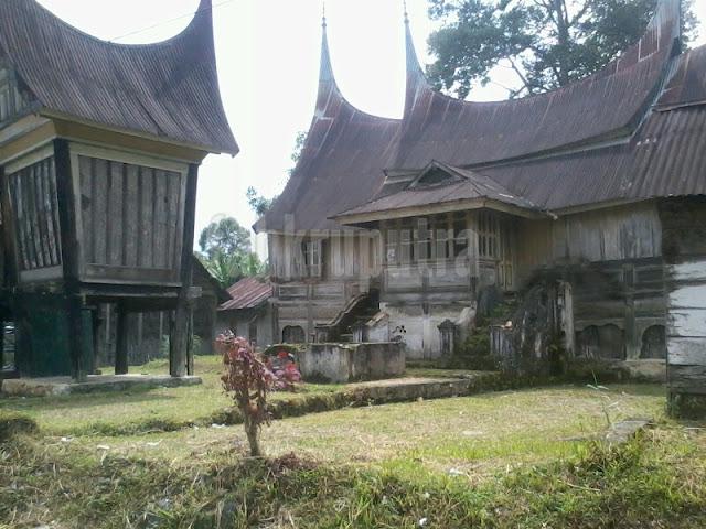 Rumah Gadang dan Rangkiang 1