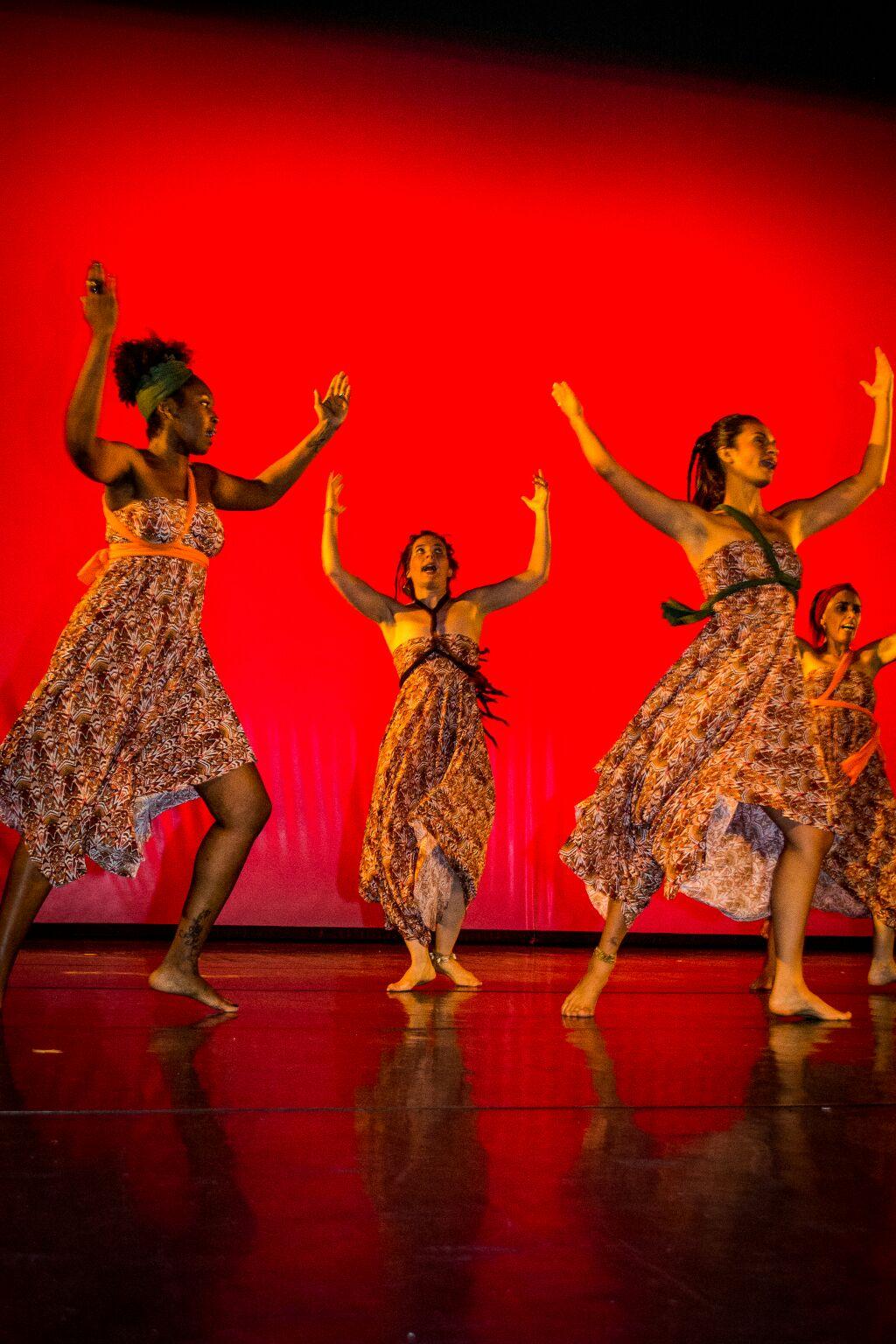 apresentação de alunas na mostra de dança da prefeitura de Porto Alegre 2016