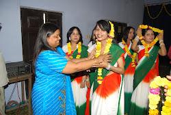 कानपुर में अनवरी बहनों का सम्मान