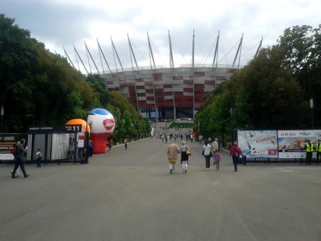 Jedno z wejść na Stadion Narodowy - fot. Tomasz Janus / sportnaukowo.pl