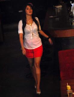 Foto Artis Hot Olla Ramlan Seksi Body Mulus - Foto Upskirt