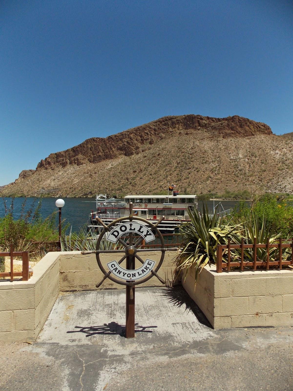 Dolly Steamboat Cruise on Canyon Lake - Floradise