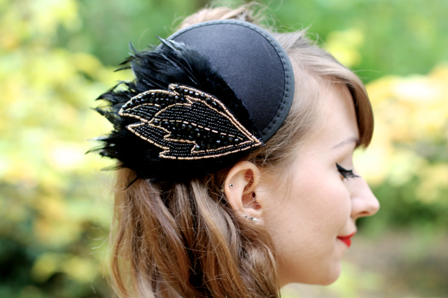 Burlesque style fascinator hat with feather
