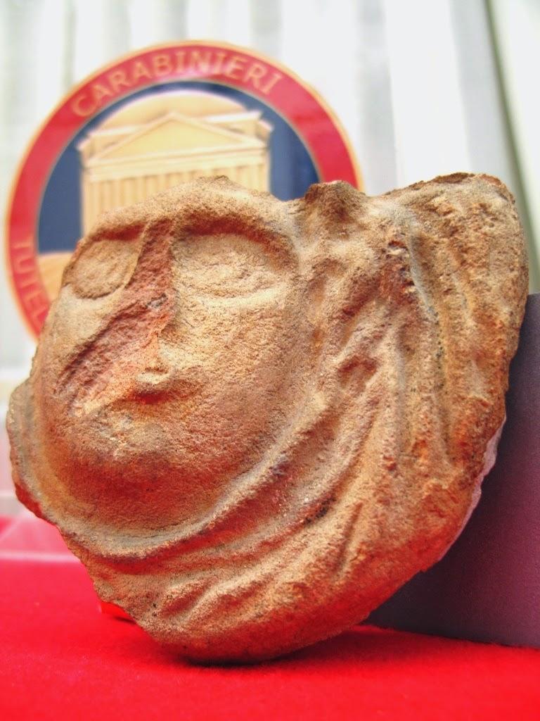 Pompei, recuperata dopo 50 anni una maschera in terracotta