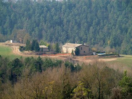 La masia La Devesa des de l'ermita de Sant Genís Sadevesa