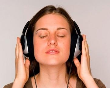 """Dengar Lagu """"Galau"""" Saat Patah Hati Membuat Orang Lebih ..."""