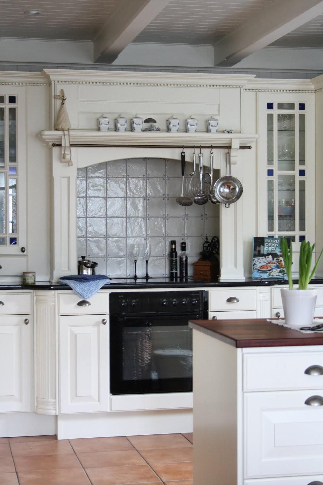 GALLERIPLASS - Med blanke ark på kjøkkenet
