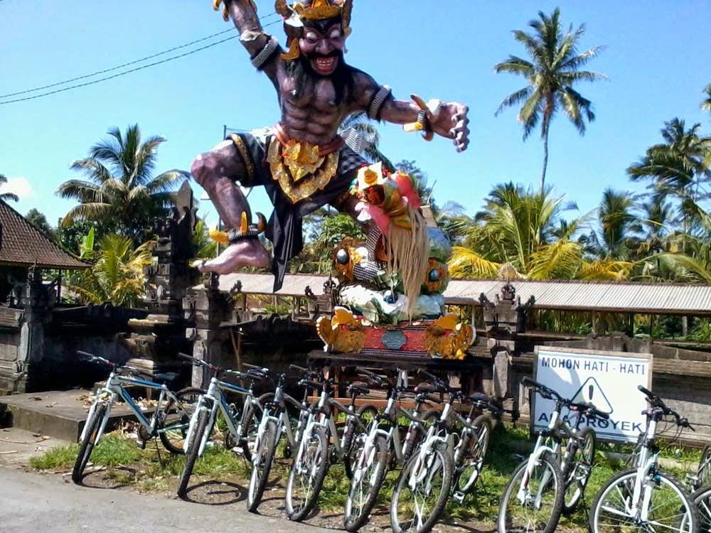 Bersepeda di Bali