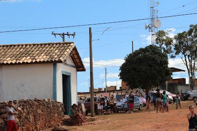 http://daquidepitangui.blogspot.com.br/2010/02/capela-da-cruz-do-monte.html