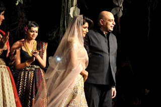 Chitrangda Singh at Tarun Tahiliani's show at Aamby Valley India Bridal Fashion Week 2012