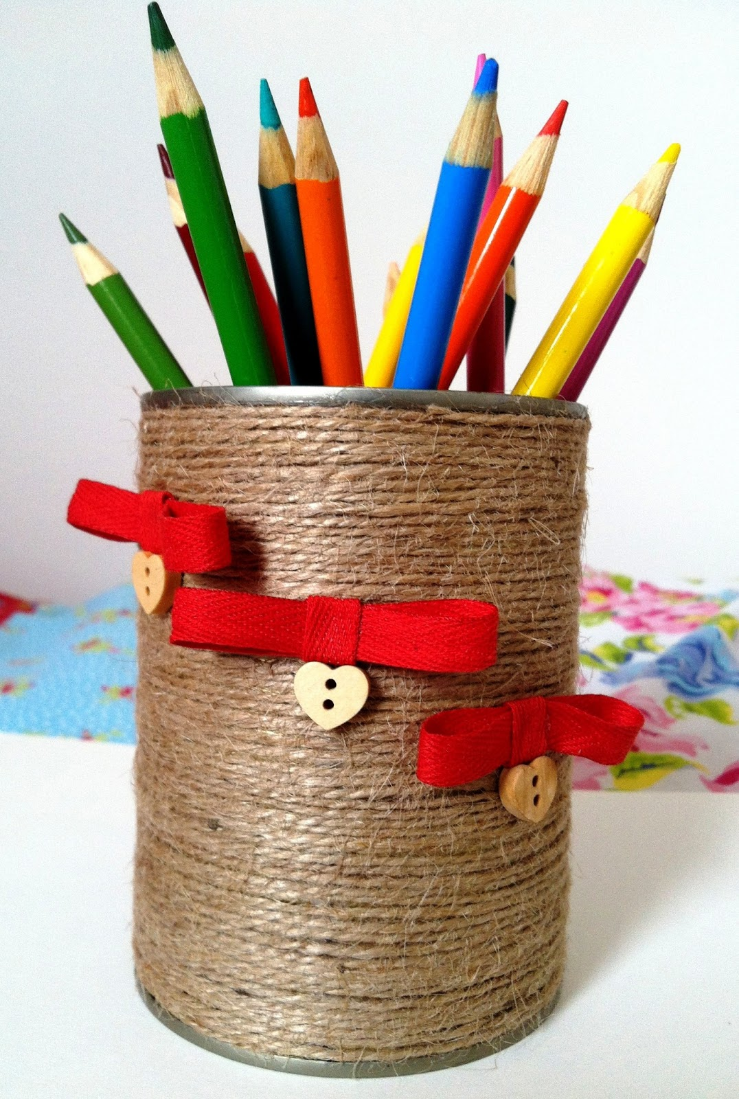 creative lab how to recycle empty cans pen pencil utensils holder. Black Bedroom Furniture Sets. Home Design Ideas