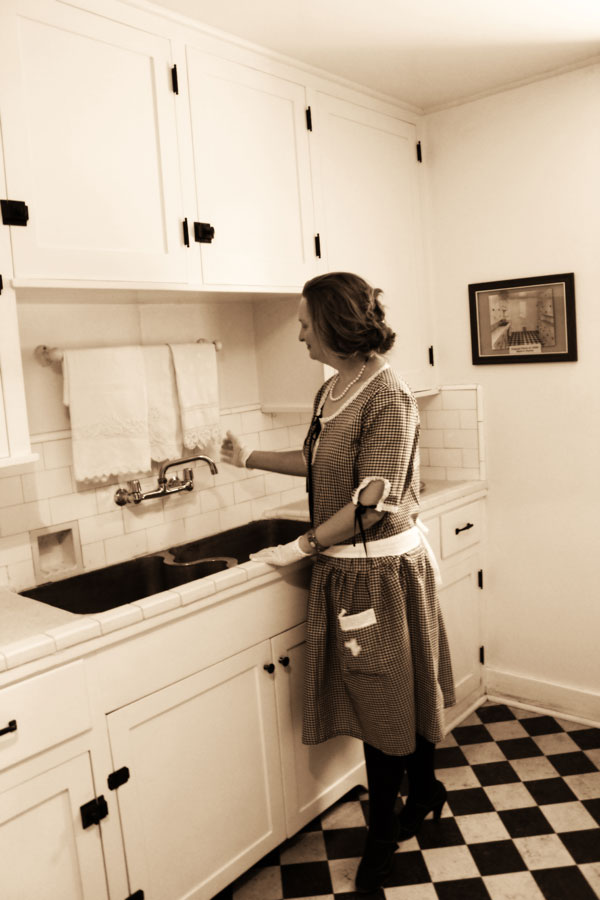 Guest post debbie of vintage dancer on her 1920s for Kitchen ideas for 1920s house