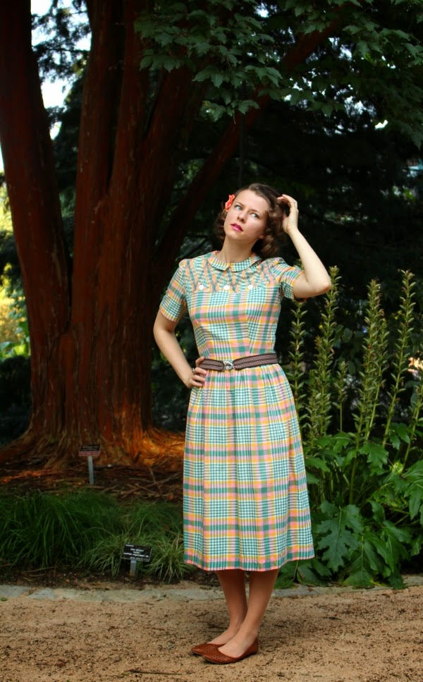 Vintage Day Time Outfit on ChatterBlossom #vintage #1950s #fashion #dress