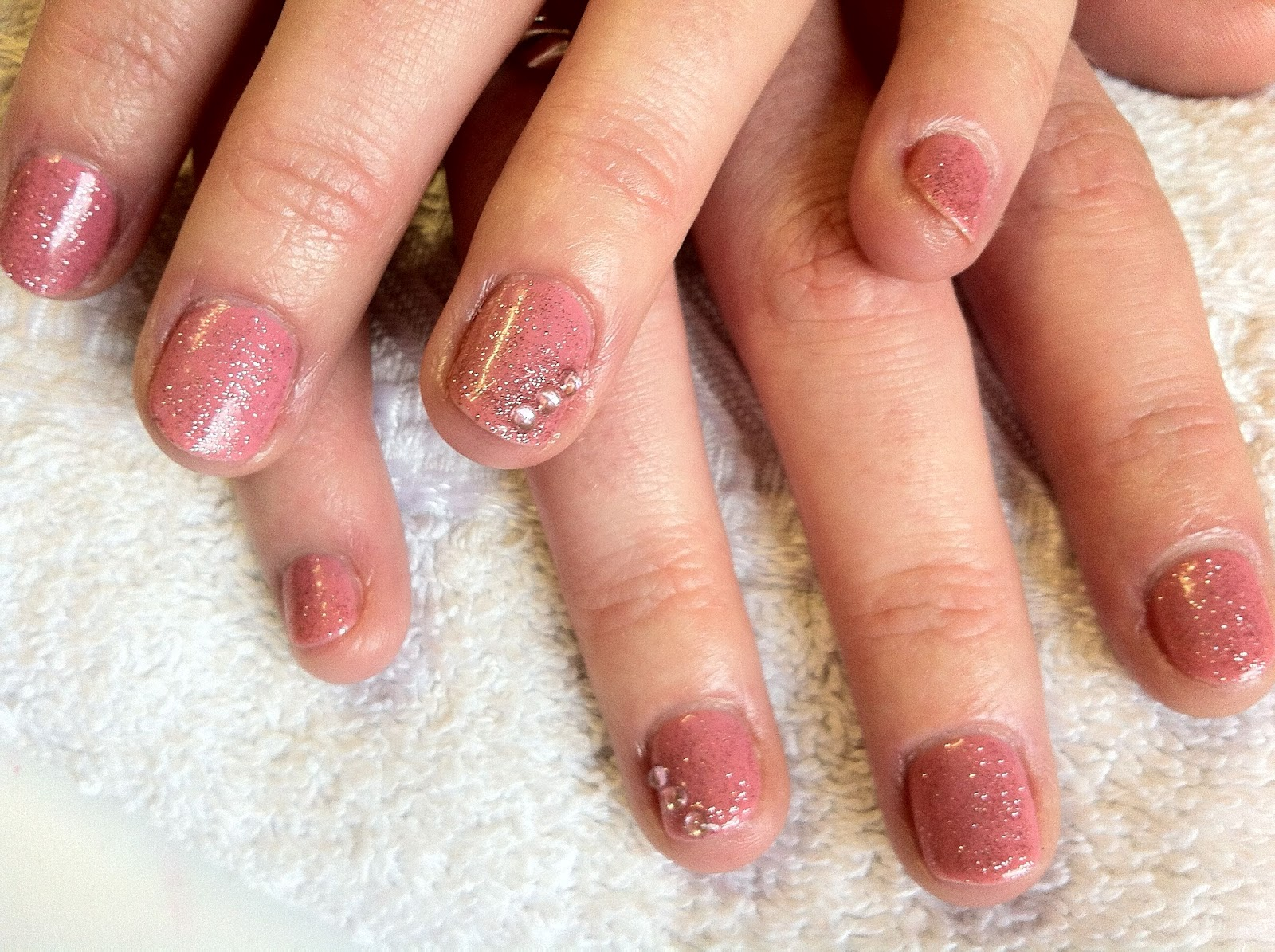 Brush up and Polish up!: CND Shellac Nail Art - Rosebud with Glitter