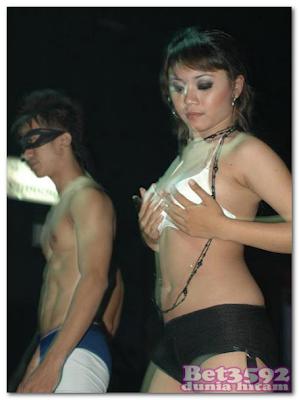 penari erotis cewek dugem