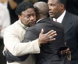 Bishop Eddie Long Gets a Hug