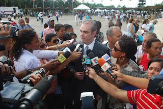 Luis Abinader Cree Primera Dama debe resolver conflicto de incompatibilidad