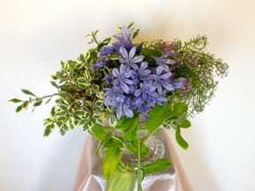 Cắm hoa trang trí phòng khách 05