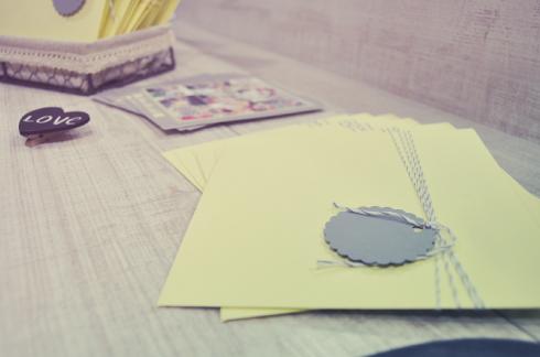 Sobres amarillos Invitaciones de boda vintage