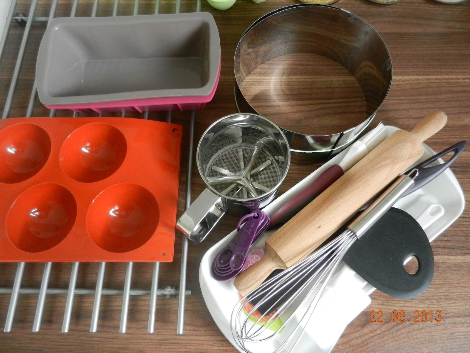 cahier sucr quels sont les ustensiles de base pour d buter en p tisserie. Black Bedroom Furniture Sets. Home Design Ideas