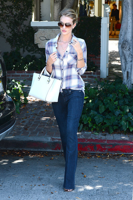 Rosie Huntington-Whiteley wearing flared jeans, people and styles, spring trend, street style, pinterest street style