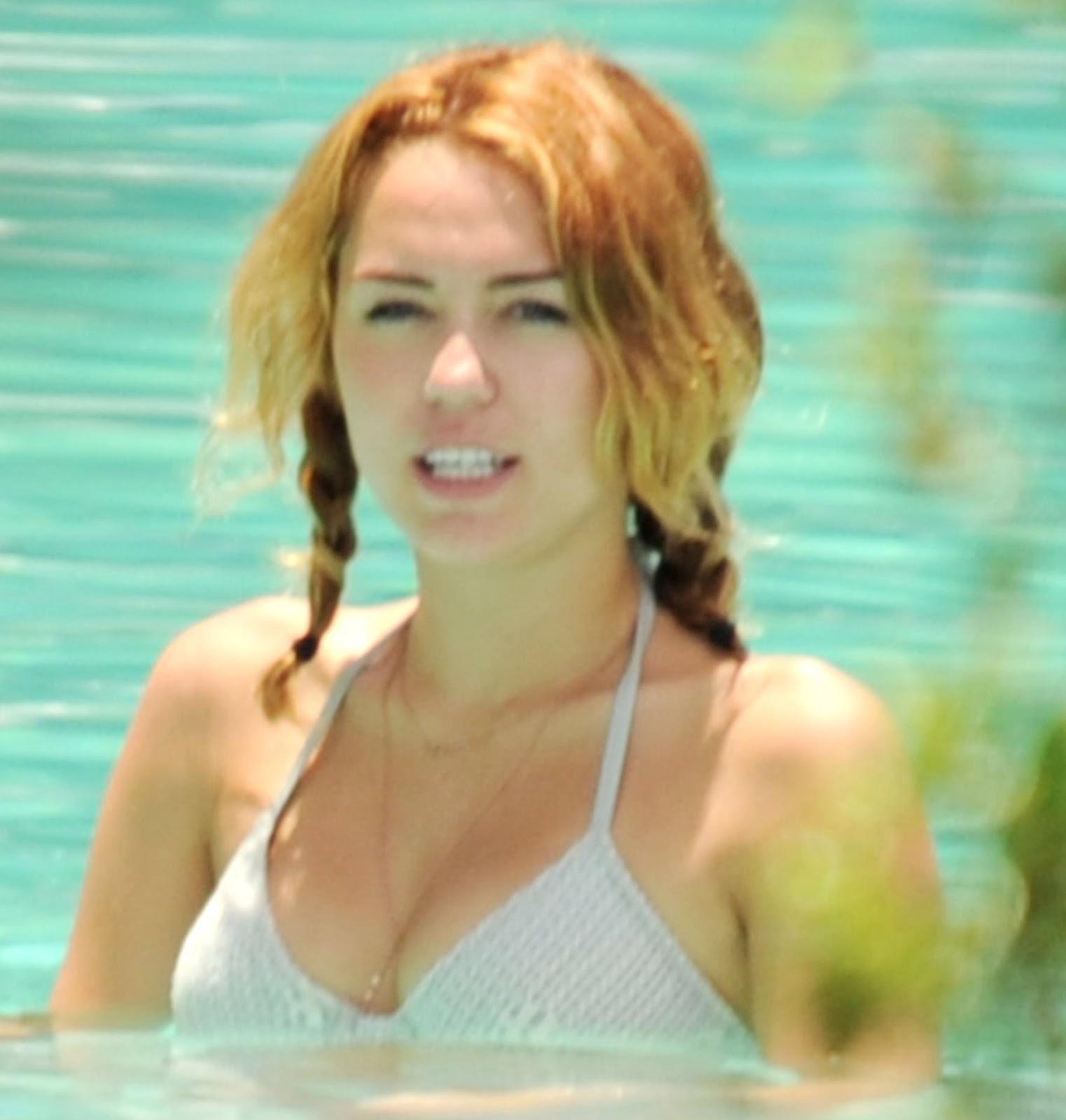 http://4.bp.blogspot.com/-I0rAP0BVkOY/T9kfOujygvI/AAAAAAAAF7A/F4gNRaHn4iU/s1600/Miley-Cyrus-Bikini-29.jpg